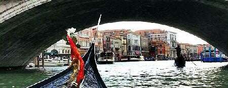 Gondola is one of Veneza.