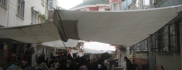 Çarşamba Pazarı is one of Locais salvos de safia.