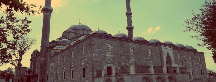 Mesquita de Fatih is one of Locais salvos de safia.