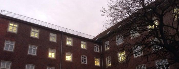 Volkshaus is one of สถานที่ที่ Ante ถูกใจ.