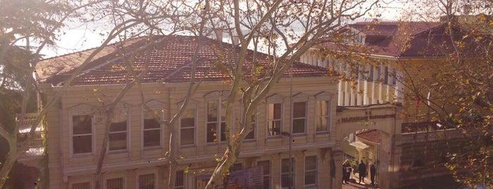 Hukuk Fakültesi is one of SÜRÜCÜ KURSU http://www.ozsagyildirim.com/.