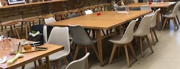 Empathy Cafe & Bistro is one of สถานที่ที่บันทึกไว้ของ Istvan.