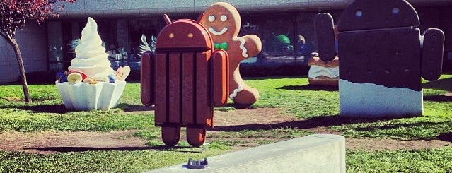 Android Lawn Statues is one of USA Trip 2013.