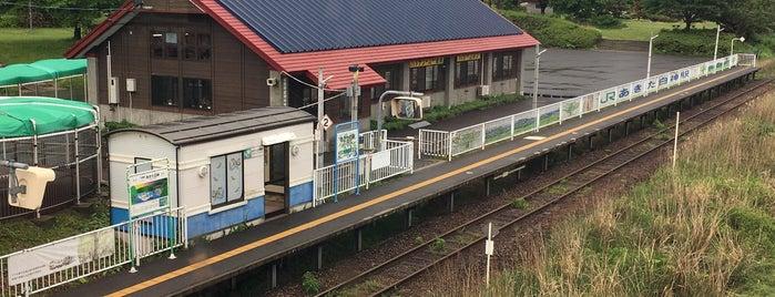 Akitashirakami Station is one of JR 키타토호쿠지방역 (JR 北東北地方の駅).