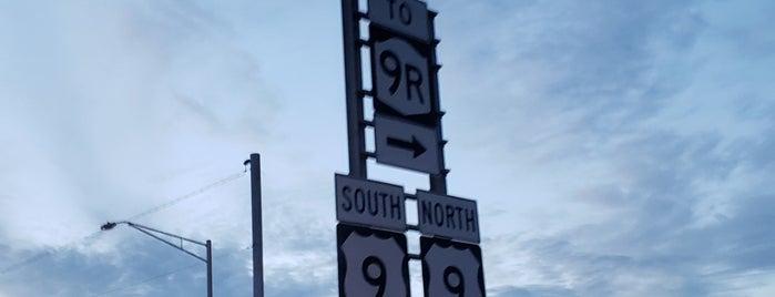 Latham, NY is one of Orte, die Nicholas gefallen.