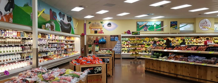 Trader Joe's is one of Lugares favoritos de Melissa.