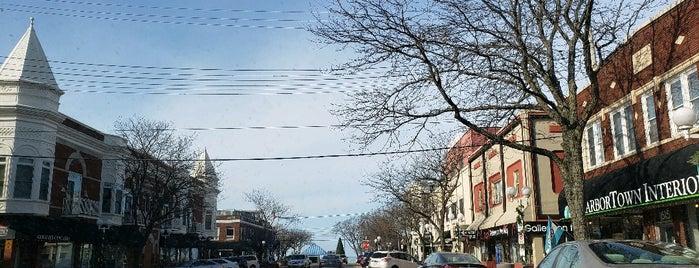 Downtown Saint Joseph is one of Lyndsay 님이 좋아한 장소.