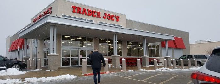 Trader Joe's is one of Orte, die Lee gefallen.