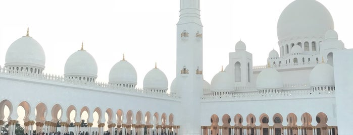 Sheikh Zayed Grand Mosque is one of Jelle 님이 좋아한 장소.