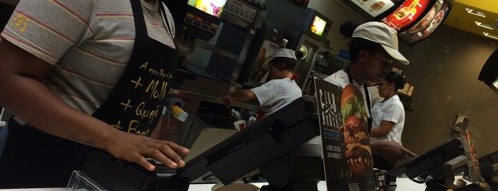 McDonald's is one of Locais curtidos por Adriane.