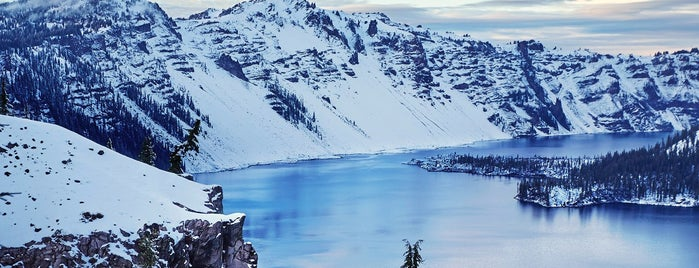 Crater Lake National Park is one of Portland/Oregon.