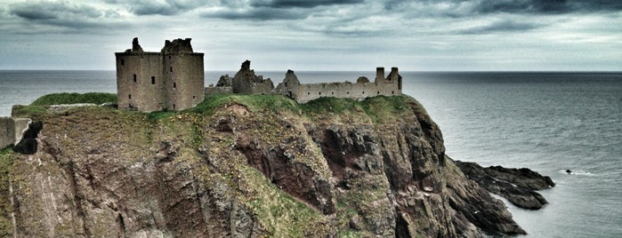 Dunnottar Castle is one of Rocío 님이 저장한 장소.