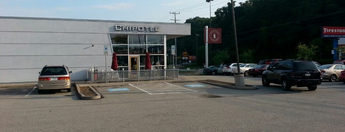 Chipotle Mexican Grill is one of Tempat yang Disukai Julie.