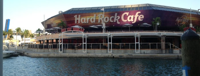 Hard Rock Cafe Miami is one of Lugares favoritos de Fernando.