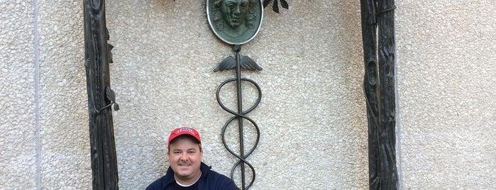 Elizabeth Blackwell Memorial is one of Locais curtidos por Grayson.