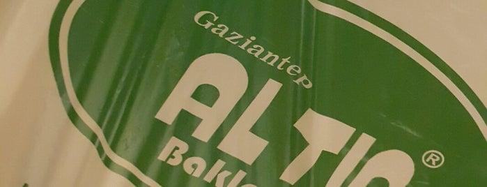 Gaziantep Altın Baklavaları is one of Posti che sono piaciuti a Can.