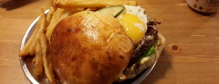 180 Burger Bar is one of Top 12 Burgers in Buenos Aires.