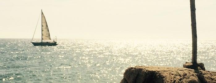 Platja Sant Pol (Entre les Roques) is one of Les millors platges prop de Barcelona.