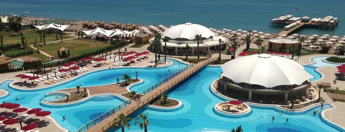 Kaya Palazzo Golf Resort is one of Lugares favoritos de Elif.