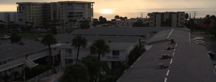 Cocoa Beach Suites Hotel is one of Hotels I've stayed in Cocoa Beach.