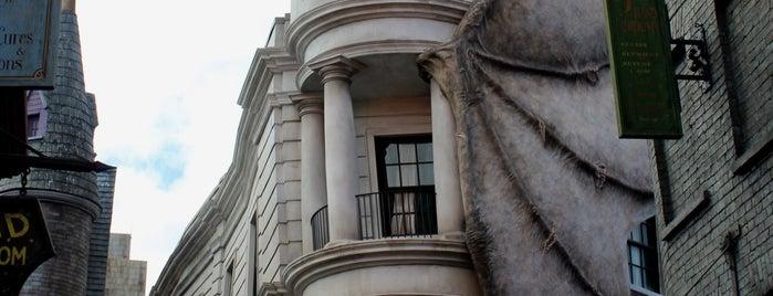 Gringotts Bank is one of สถานที่ที่ Mary ถูกใจ.
