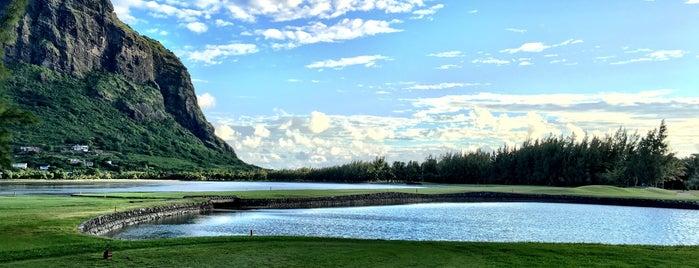 Paradis Golf Club is one of Lugares favoritos de Kevin.
