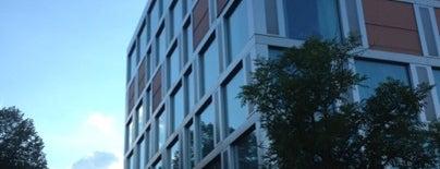 H4 Hotel Solothurn is one of สถานที่ที่ Büsra ถูกใจ.