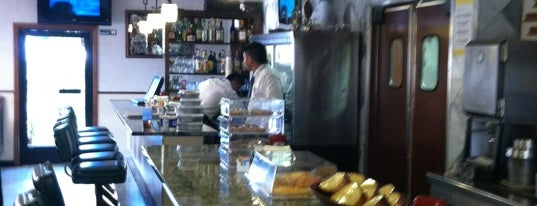The Bedford Diner is one of Locais curtidos por Denise.