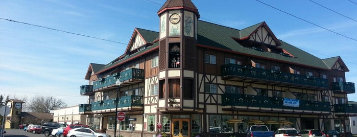 The Glockenspiel Restaurant And Pub is one of Tempat yang Disukai Mark.