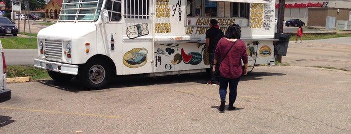 El Ultimo Taco Truck is one of สถานที่ที่บันทึกไว้ของ Andres.