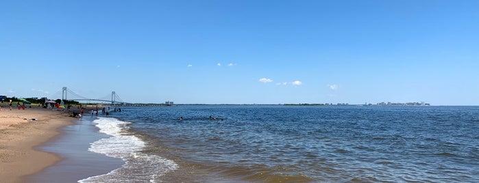 Midland Beach is one of Rossana 님이 좋아한 장소.