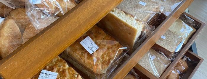 Flourish Bakery is one of Lugares guardados de Queen.