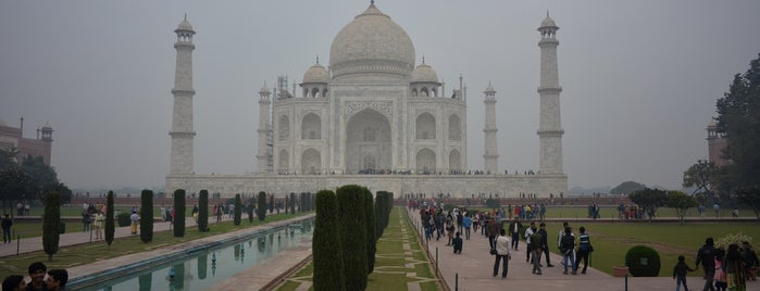 Taj Mahal | ताज महल | تاج محل is one of Locais curtidos por Ali.