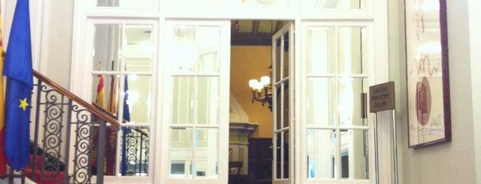 Hotel NH Collection Gran Hotel de Zaragoza is one of Varios.