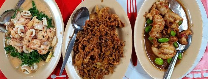 ร้านอาหารโรงกลวง (ร้านถอดรองเท้า) is one of Ranong.