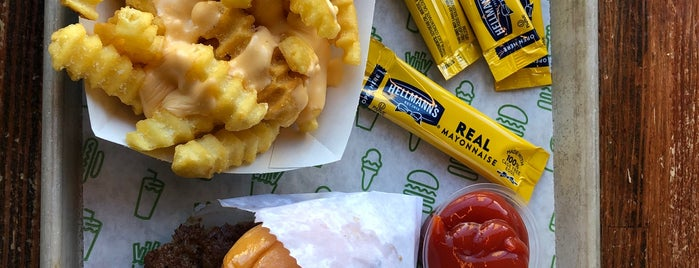 Shake Shack is one of Bryantさんのお気に入りスポット.