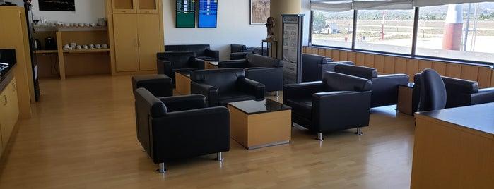 VIP Lounge - Priority Pass is one of สถานที่ที่ Denis ถูกใจ.