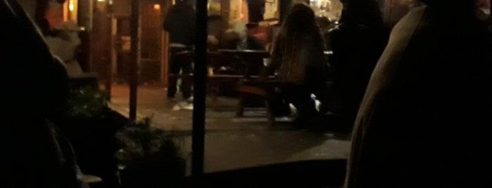 Cafe Woodstock is one of Benedek: сохраненные места.