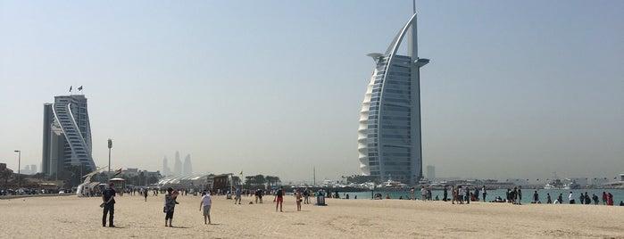 Burj Al Arab Open Beach is one of Tempat yang Disukai Jus.