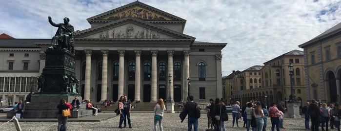 Spatenhaus an der Oper is one of Tempat yang Disukai Jus.