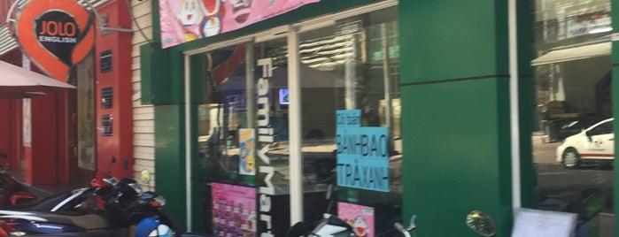 Family Mart is one of Orte, die Wei gefallen.