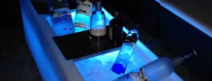 Beau Bar is one of สถานที่ที่ Kevin ถูกใจ.