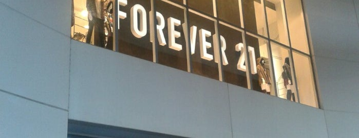 Forever 21 is one of Orte, die Marteeno gefallen.