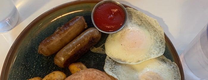 Over Easy Breakfast is one of Banff y Jasper.