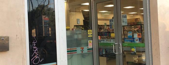 7-Eleven is one of Lugares favoritos de Jo.
