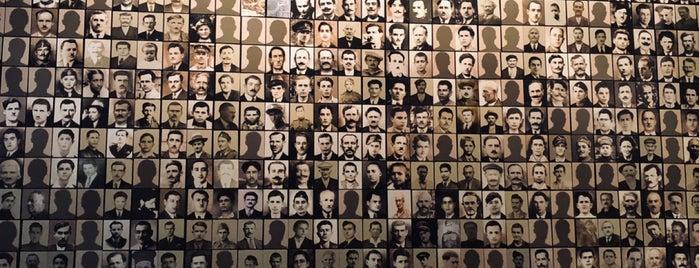Μουσείο Καλαβρυτινού Ολοκαυτώματοs (Kalavrita Holocaust Museum) is one of Kalavryta.