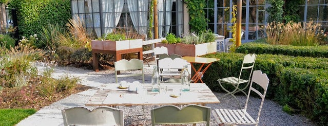 Al Fresco luogo di incontro con cucina is one of Best lunch in Milan.