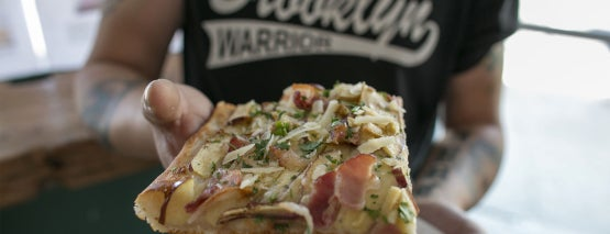 Williamsburg Pizza is one of Tempat yang Disimpan Nadav.