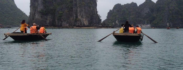 Vịnh Hạ Long (Ha Long Bay) is one of Lugares guardados de ぜろ.