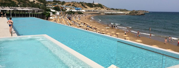 Acapulco Resort Convention SPA Casino is one of สถานที่ที่ Banu ถูกใจ.